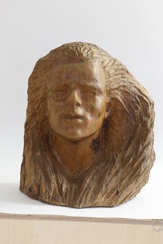 Pod vetrom, drevo - teak, r. 1987, 45 x 40 x 31